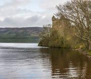 Jour pluvieux au château d'Urquhart Photos stock