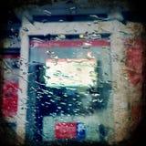 Jour pluvieux en dehors de la fenêtre Image stock