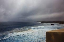Jour pluvieux sur l'océan storm photos libres de droits
