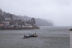 Jour pluvieux sur le dard de rivière images libres de droits