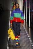 Jourdan Dunn går landningsbanan på de eniga färgerna av den Benetton showen på Milan Fashion Week Autumn /Winter 2019/20 arkivfoton