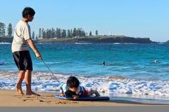 Journée de printemps à la plage de Kendalls, Kiama photographie stock libre de droits