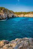Journée de printemps chaude en plage de DES moro de calorie, Majorque, Espagne photographie stock