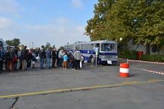 Journée 'portes ouvertes' de public sur le garage de 40 ans Cinkota 41 d'autobus Photo libre de droits