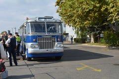 Journée 'portes ouvertes' de public sur le garage de 40 ans Cinkota VII d'autobus Images stock