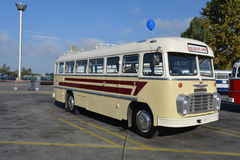 Journée 'portes ouvertes' de public sur le garage de 40 ans Cinkota XV d'autobus Photographie stock