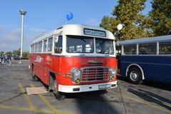 Journée 'portes ouvertes' de public sur le garage de 40 ans Cinkota XVI d'autobus Image stock