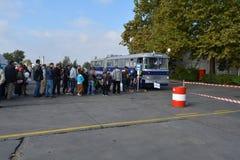 Journée 'portes ouvertes' de public sur le garage de 40 ans Cinkota XXI d'autobus Photo libre de droits