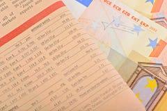 Journal en gros plan avec d'euro billets de banque Image stock