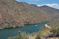 Journal et lac d'Apache photo libre de droits