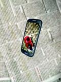 Journal et Smartphone de tache floue photo libre de droits