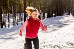 Journal fonctionnant en hiver Photo libre de droits