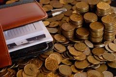 Journal intime avec des pièces de monnaie Image stock