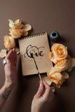 Journal intime ou carnet avec amour de mot Photos libres de droits