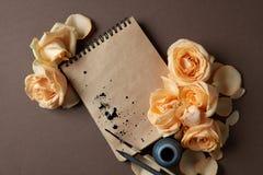 Journal intime ou carnet pour des idées et des émotions Photos libres de droits