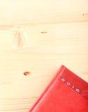Journal intime 2016 sur la table en bois légère Images stock