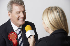 Journalista During Election de Being Interviewed By do político Imagens de Stock Royalty Free