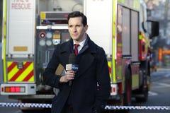 Journaliste d'ABC News couvrant l'incident tragique Rozelle photographie stock libre de droits