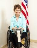 Journaliste de cour dans le fauteuil roulant images stock
