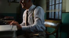 Journaliste de vintage dans le bureau banque de vidéos