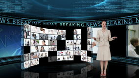 Journaliste disant les dernières nouvelles à la TV banque de vidéos