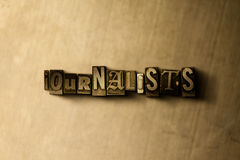 JOURNALISTEN - Nahaufnahme des grungy Weinlese gesetzten Wortes auf Metallhintergrund Lizenzfreie Stockfotografie