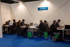 Journalister i pressrummet på biten 2014, internationellt turismutbyte i Milan, Italien arkivbilder