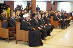 Journalister, klosterbrodern och allmänhet figurerar Royaltyfri Foto