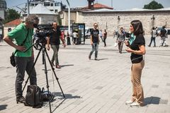 Journalistes italiens des actualités 24 de Rai à Istanbul Images libres de droits