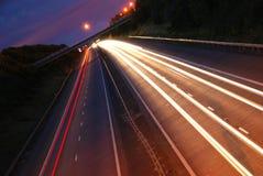 Journaux de lumière de véhicule sur l'autoroute Images stock