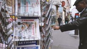 Journaux internationaux rapportant au sujet des élections en Allemagne banque de vidéos