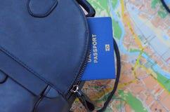 journeyer Torba, światowa mapa i paszport, obrazy stock