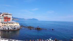 Jours d'été dans le bord de la mer de Gênes Image libre de droits