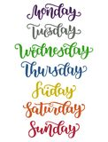 Jours de lettrage de semaine dimanche, lundi, mardi, mercredi, jeudi, vendredi, samedi Calligraphie colorée moderne Photographie stock libre de droits