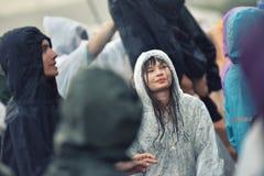 Jours pluvieux à un festival de musique Photographie stock