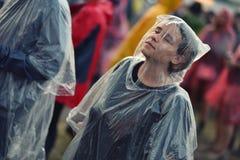 Jours pluvieux à un festival de musique Image stock