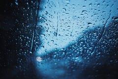 Jours pluvieux, temps foncé de tempête, pluie sur la route Image libre de droits