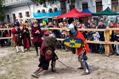Jousting combatte il festival dell'avamposto medievale 2016 della cultura in Kamenetz-Podol'sk Fotografie Stock Libere da Diritti