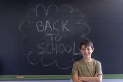 Jovem adolescente e quadro-negro com imagens de stock