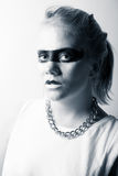 Jovem mulher à moda com composição preta em torno dos olhos Fotografia de Stock Royalty Free