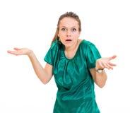 Jovem mulher à nora contra Fotografia de Stock