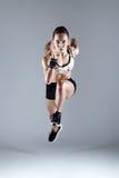 Jovem mulher apta e desportiva que corre no fundo branco imagem de stock royalty free