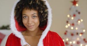 Jovem mulher atrativa com sorriso bonito fotos de stock royalty free