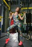 Jovem mulher bonita ativa no gym Imagem de Stock Royalty Free