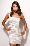 Jovem mulher bonita com cabelo longo, pele sem falhas e composição perfeita imagem de stock royalty free