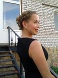 Jovem mulher bonita com penteado fotografia de stock royalty free