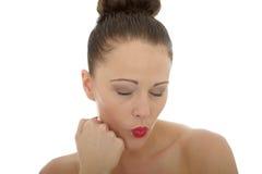 Jovem mulher bonita com seu parecer fechado olhos ser Ignorin Fotos de Stock