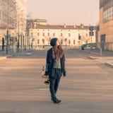 Jovem mulher bonita com seu saxofone Fotografia de Stock