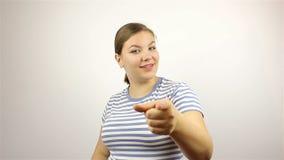 A jovem mulher bonita convida para juntar-se ao projeto vídeos de arquivo