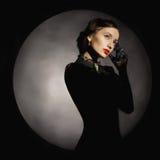 Jovem mulher bonita da forma nas luvas Imagens de Stock Royalty Free
